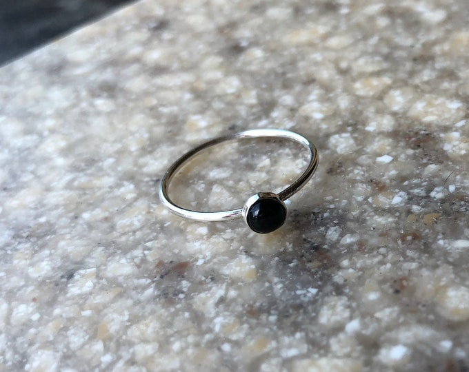 Simple Sterling Silver Smooth Black Onyx Stacker Ring Size 6 Good Luck