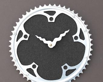 Fahrrad-Getriebe Uhr - Campagnolo grau |  Fahrrad Uhr | Wanduhr | Recycelte Bike Teile Uhr