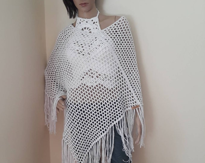 White summer poncho, crochet poncho, Hippie fringe poncho,  festival clothing,  Beachwear, Boho Fringe poncho, festival poncho, gift for her