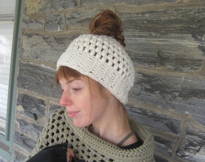 MESSY BUN HAT/messy bun beanie/ponytail beanie/crochet hat/bun beanie/bun hat/ponytail hat/woman headband/hair accessory/Gift for her/Manbun