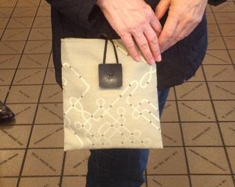 Vanilla Chip Medium Shoulder Bag