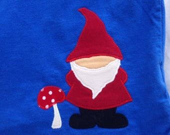 Kids size 6/7 gnome shirt