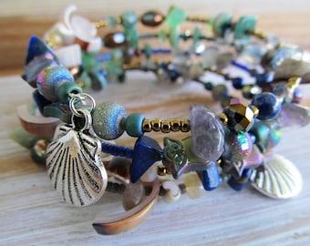 MemoRy WirE BraCeLeT, Deep Ocean Blue, WiRe WraP BraCeLeT, BoHemiaN BeaD BraCeLet, BoHo JeWeLry, Glass Beads, MoonLilY DeSignS