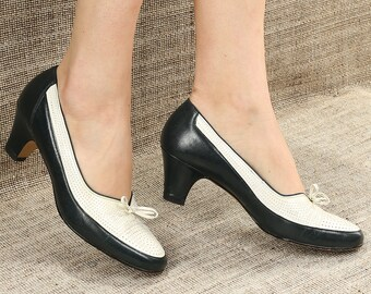 3405fcea70 US 7.5 Black and White Spectator Loafers 80s Vintage Monochrome Mod Retro  Loafer Heels Midi Heel 1980s Classic Leather Shoes . EUR 38 UK 5
