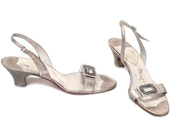 0ee0a2d96ed US size 9.5 Platinum Metallic Sandals 70s Vintage Bruno Magli Designer  Footwear Low Heel Silver Sandals Ladies Party Sandals . EUR 40 UK 7