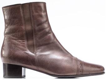 US 9.5 Brown Leather Ankle Boots Y2K Mid Heel Vintage Fur Lined Cap Toe Boot Comfortable Wide Fit Chelsea Booties Side Zip . UK 7 EUR 40