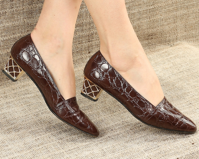 3d6eeab4b6422 US 9.5 Crocodile Pumps Leather Flats 80s Brown Alligator Ballet Wide Fit  Shoes Formal Office Gold Heel Vintage Leather Sole UK 7, Eur 40