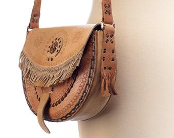 Retro Saddle Bag 70s Distressed Beige Thick Leather Messenger Fringe Boho Shoulder Bag Copper Hardware Vintage Satchel Hippie Bag Handmade