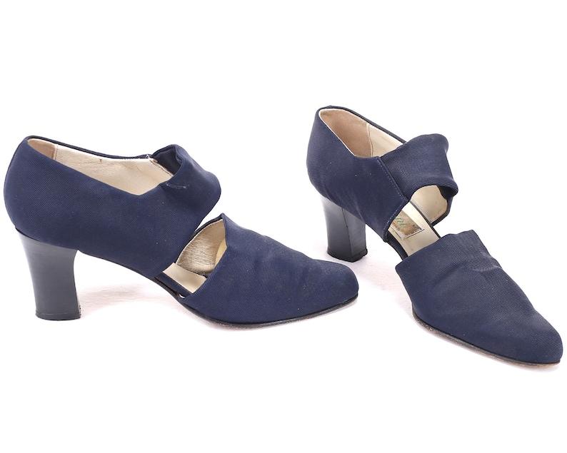 68f7a803da3 US women 7 Navy Mary Jane Heels Vintage 80s Stretchy Blue
