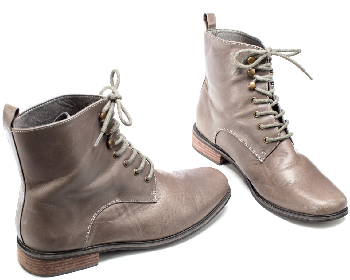 US women 8.5 Gray Ankle Boots 90s Lace Up Vintage Classy Leather Boots Round Toe Distressed Leather Lined Boots Europe . UK 7 Eur 39