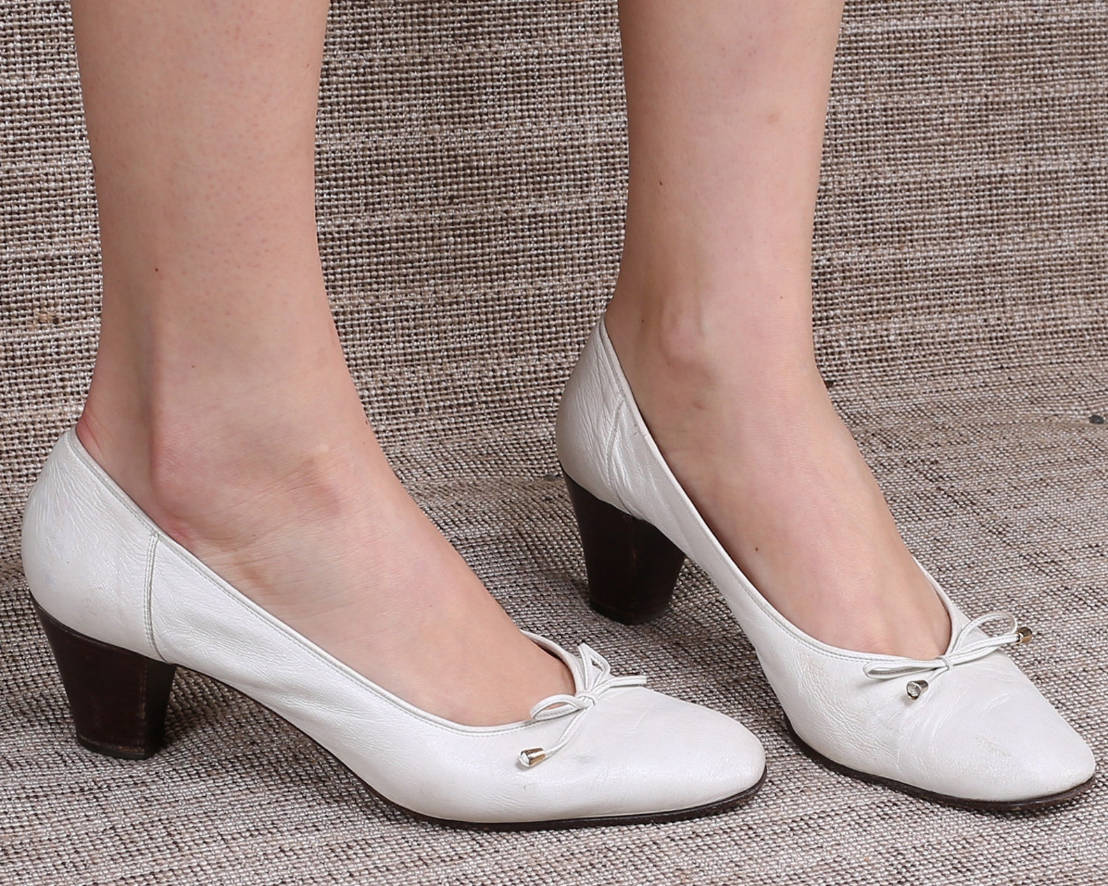 us size 9.5 white leather flats 80s oxford pumps white string tie ballet slip ons stacked heel vintage shoes 1980s italy made. e