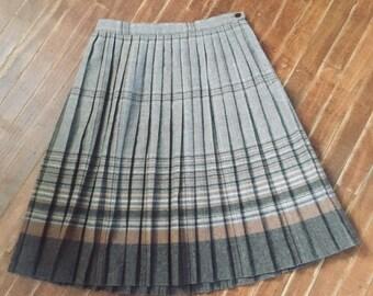 4cecab9375 Womens vintage 1970's wool pleated skirt. Size 11/12 ( medium)