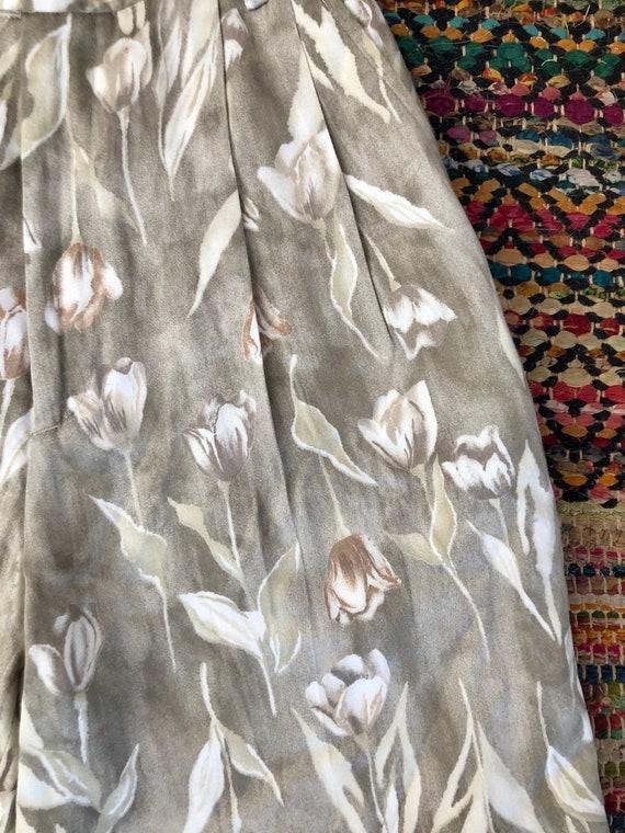 Cute! 1980's vintage tulip print shorts women's s… - image 5