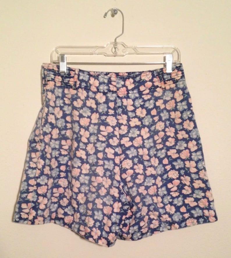 Size 14 mediumlarge Adorable 1990\u2019s floral women\u2019s shorts