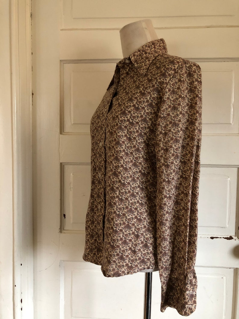 size medium women\u2019s Vintage 1970/'s floral button up shirt