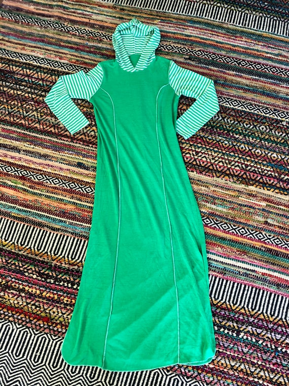 Rad 1970's vintage hooded maxi dress. Size small