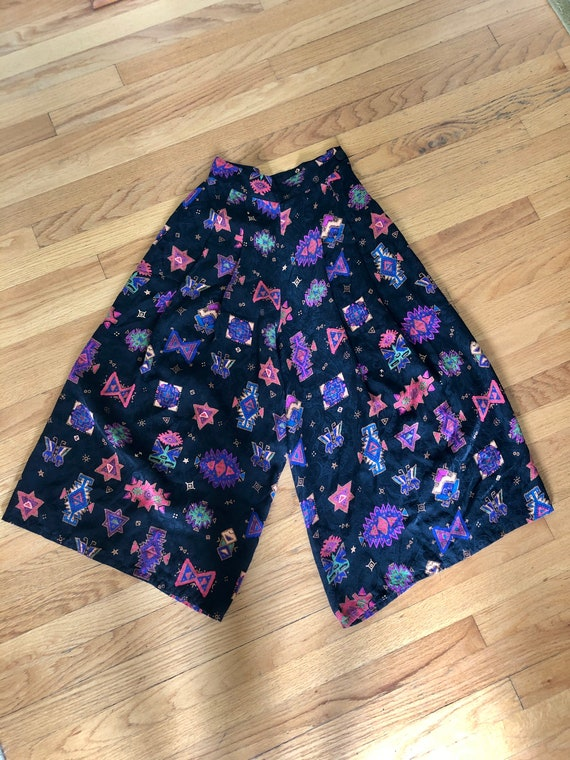 Beautiful vintage women's 1980's silk gaucho pants