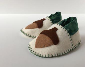 Wool Felt Baby Shoes -- acorns