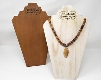 Collier en bois sur mesure bijoux présentoir buste Logo personnalisé texte   Exposition d'artisanat de marque affiche emballage   Gravé au laser