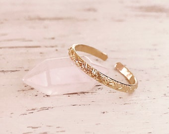 Elegant Gold Textured Band Ring, Adjustable Dainty Boho Ring, Modern Lovely Delicate Bohemian Ring for Her