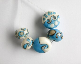 5 x Etched Turquoise and ivory glass beads, SRA