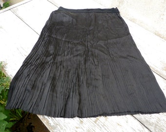 Vintage Antique French  1920s  full tiny pleated silk skirt  /regionalist/Sables d'Olonnes
