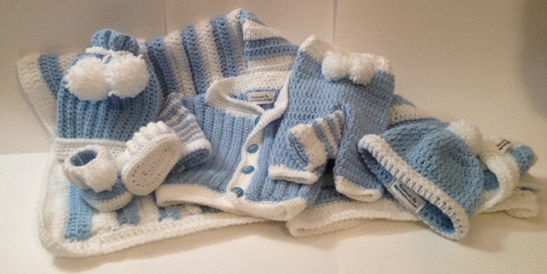 Newborn Baby Outfit with 30 x 32 Blanket  Any image 0