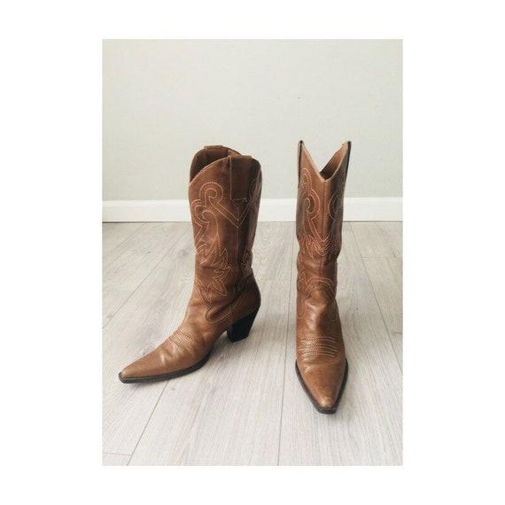 Vintage 1980s Beige western boots   Size 8.5US