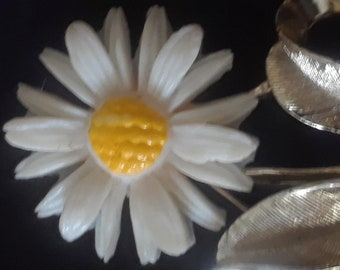 Sarah Coventry pin brooch daisy flower