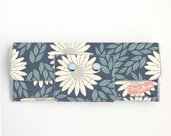 Handmade Vinyl Long Wallet - Daisy Blue / daisies, floral, vegan, large wallet, clutch, zipper, card case, vinyl wallet, flowers,