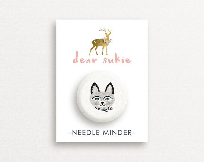 Needle Minder - Grey Cat, cute needle minder, cat lady,  embroidery, cross stitch, needlework, supplies, xstitch, magnet, gift, kitten