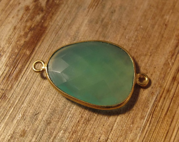 Natural Green Onyx Pendant, Gold Plated Gemstone, Bezel Set Charm, 26mm x 16mm Charm for Making Jewelry (C-Go4d)