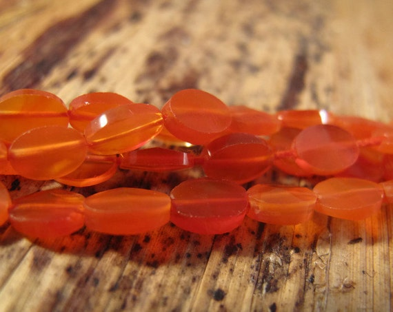 Orange Carnelian Beads, Faceted Oval Gemstones, Shaded, 7 Inch Strand, Over 25 Stones for Making Jewelry (S-Ca3)
