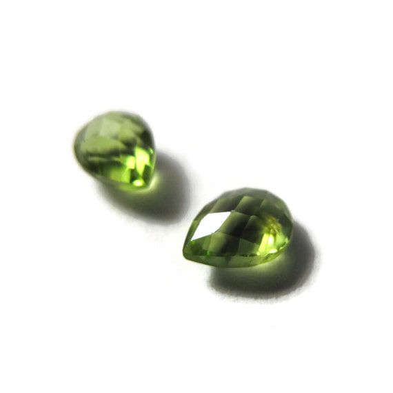 Two NON DRILLED Peridot Gemstones, Matching Bright Green Stones for Making Jewelry & Setting, 8x6mm Teardrop Gemstone