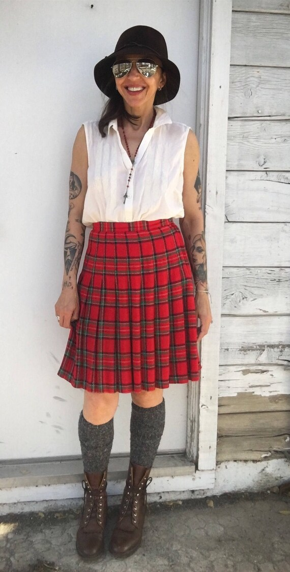 11200e34c6 Vintage 90s plaid tartan skirtred pleated short | Etsy