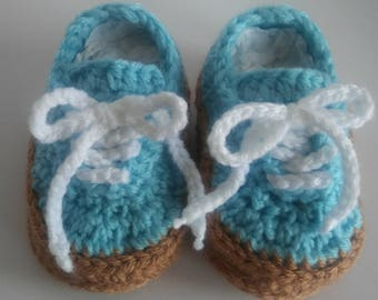 Crocheted baby vans style shoes, crochet baby shoes, crib shoes, girl shoes, old skool vans, knit baby shoes, vans shoes, newborn baby shoes