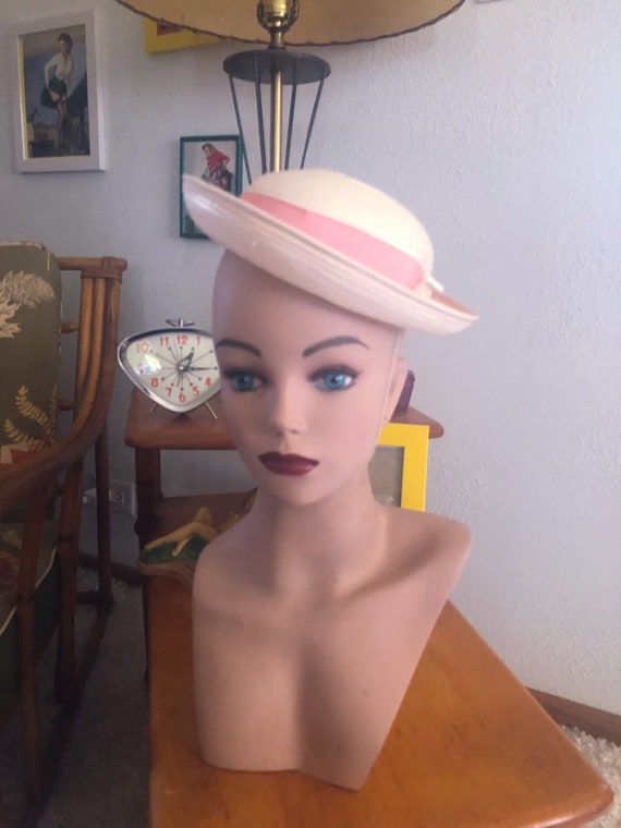 1940s Hat  / 40s off-white tilt hat with pink ribb