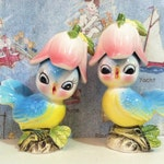 FREE SHIPPING RARE Vintage Singing Mr and Mrs Bluebird With Tulip Hats Salt and Pepper Shakers Antique Collectibles or Wedding Cake Toppers
