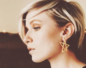Oversized Lightweight Brass Folded 5-point Star Stud Earrings in Brass
