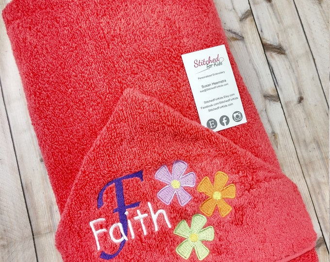Personalized  Hooded Towel with Flowers, First Birthday Gift, Girl Baby Shower Gift, Summer Time Towel