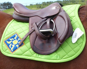 English Saddle Pad for All Purpos and Jumping saddles with Batik Sunburst Medallions from The Daylight Collection DA-74
