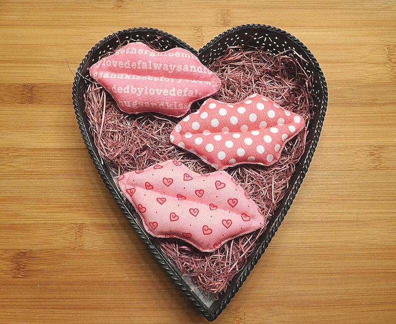Primitive Valentine/'s Lips    Kissy Lips    Kiss Ornaments    Lip Bowl Fillers    Holiday Decorations    Wreath Decorations