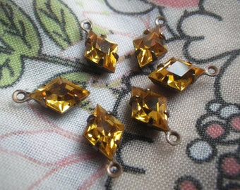 Vintage Gold Tone Prong Set Lighter and Darker Shades of Amber Topaz Kite and Chaton Rhinestones Adjustable Necklace with Hook Closure