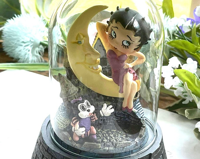 """Betty Boop """"Moonstruck"""" Figurine In Glass Dome - LE 1996"""