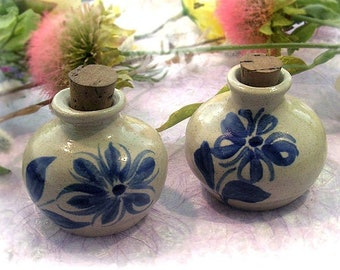 Handcrafted DELFT BLUE Stoneware Ink Pot - Floral
