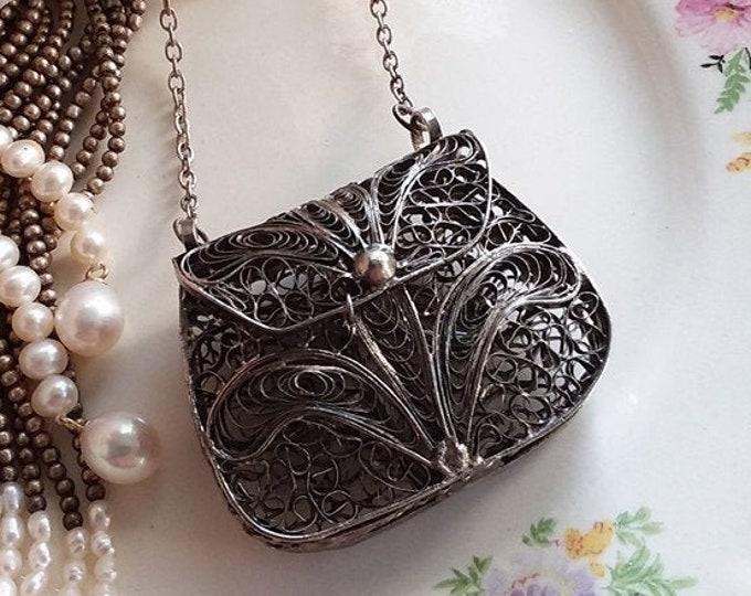 Lovely Silver Filigree Fleur De Lis Mesh Square Pendant Purse