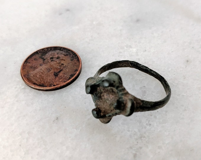 Ancient Roman Bronze Ring  Claw Prong Cabachon Setting
