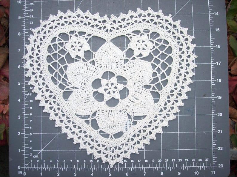 2691 handmade cotton thread crochet heart doily