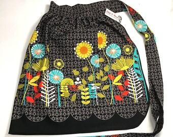 Half Apron - Vintage Pin Up Skirt Style - Mod Flowers Black