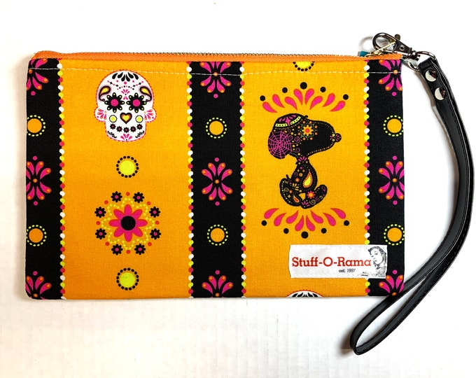 Wristlet Zipper Pouch Clutch Purse - Dia de los Snoopy